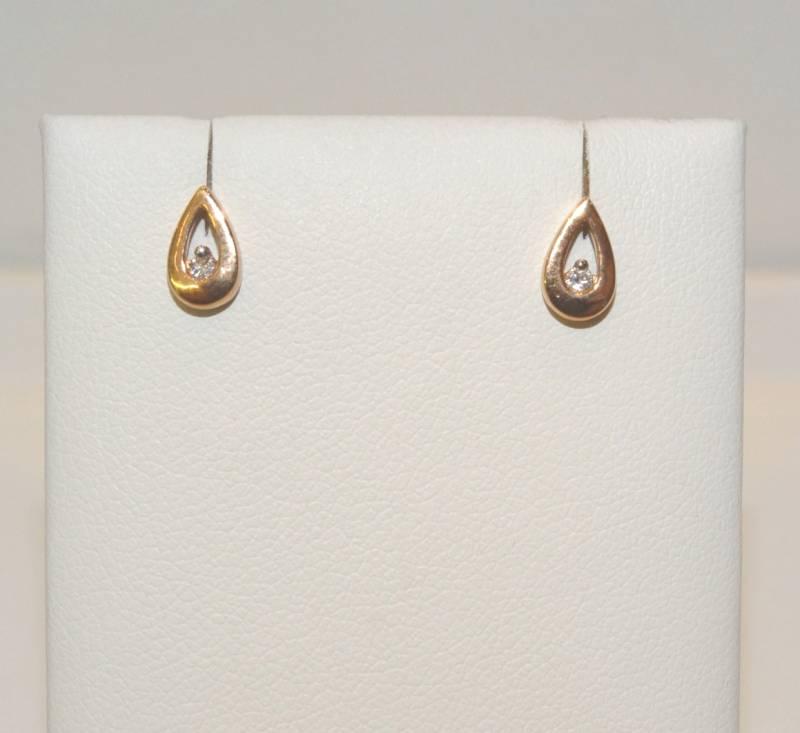 Boucles d'oreille en or rose 18 carats, en forme de goûte d'eau, avec diamant.
