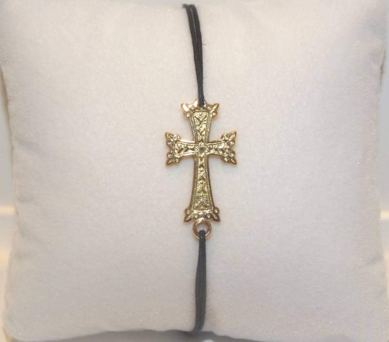 Bijou Arménien sur cordon noir, croix Arménienne en or rose 18 carats.