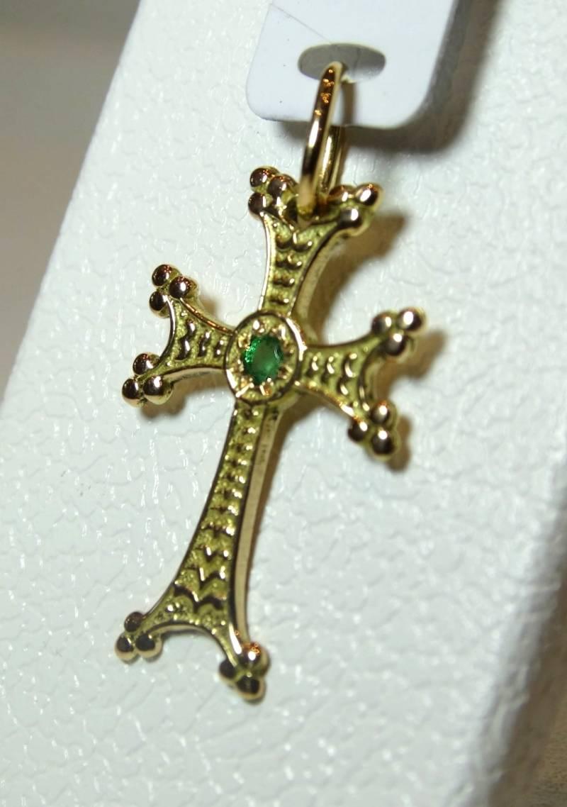 Croix arménienne en or rose, 18 carats.
