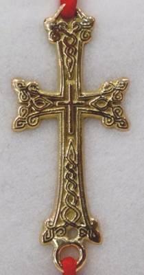 Bracelet cordon rouge avec bijou Arménienne, une croix Arménienne en or rose 18 carats