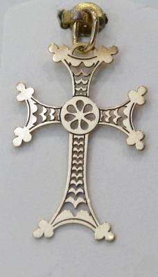 Bijou arménien, or rose, croix ajourée.
