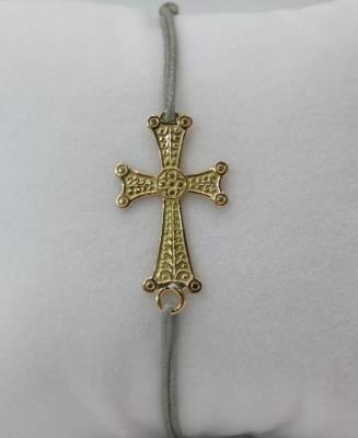 Croix arménienne en or rose 18 carats sur cordon gris, bracelet.