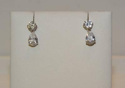 Boucles d'oreille or blanc et zircon