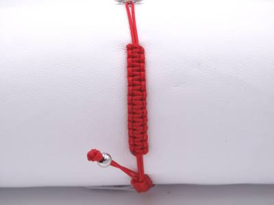 Bracelet Croix Arménienne ajourée en or 18 carats, sur codon tressé rouge